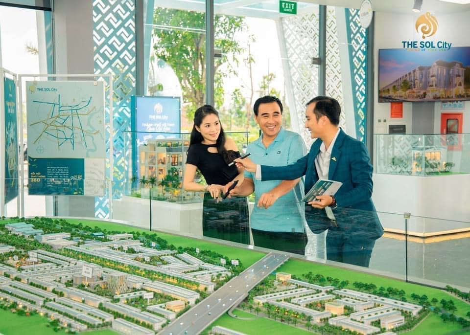 Quyen Linh mua du an The Sol City -